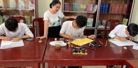Vẽ tranh theo sách - hoạt động hưởng ứng Ngày sách Việt Nam